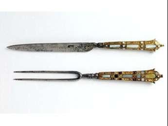 Horquillas francesas de acero que datan de finales de 1500 hasta principios de 1600, con nácar y cuentas.
